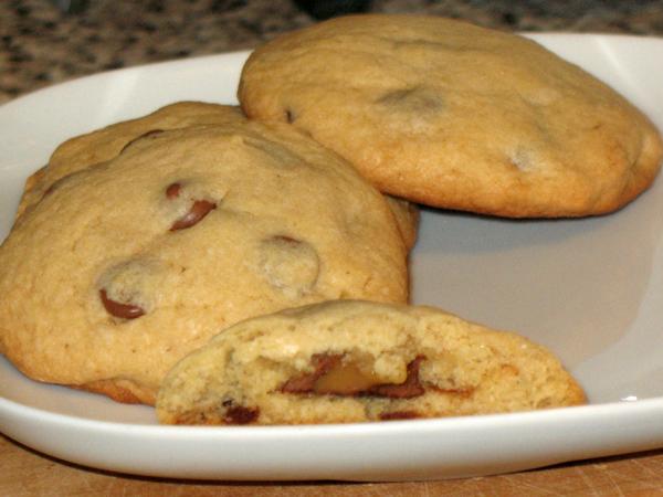 Chocolate caramel cookie surprise! (1/6)